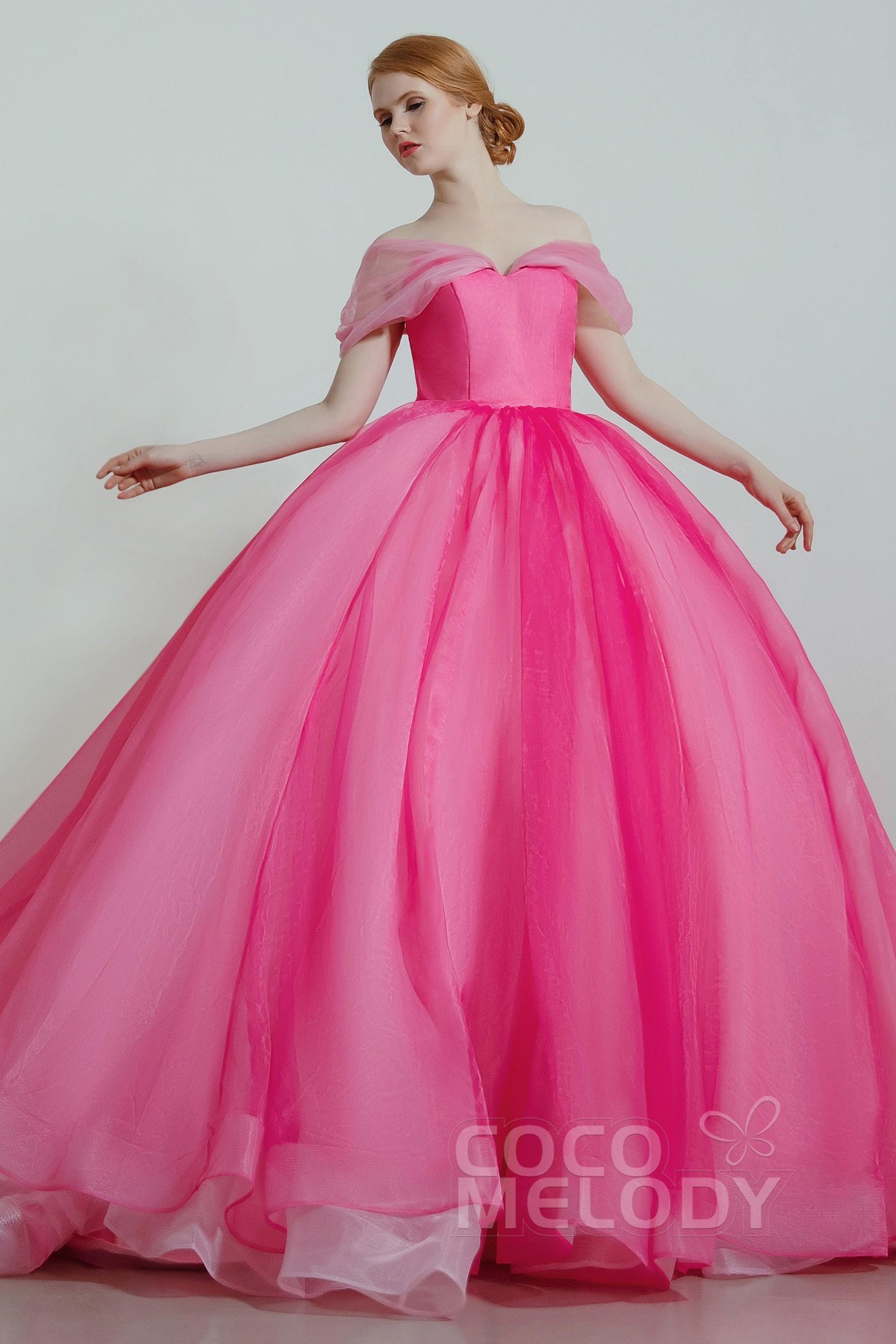 ココメロディのピンクのカラードレス